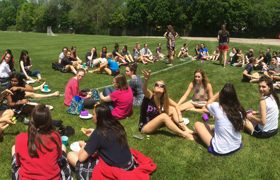 Seniors+Kidnap+Juniors+for+Pizza+Lunch+%26+Handing+of+the+Torch