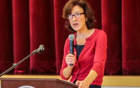 Dr. Bohlin Speaks at Accepted Students' Night